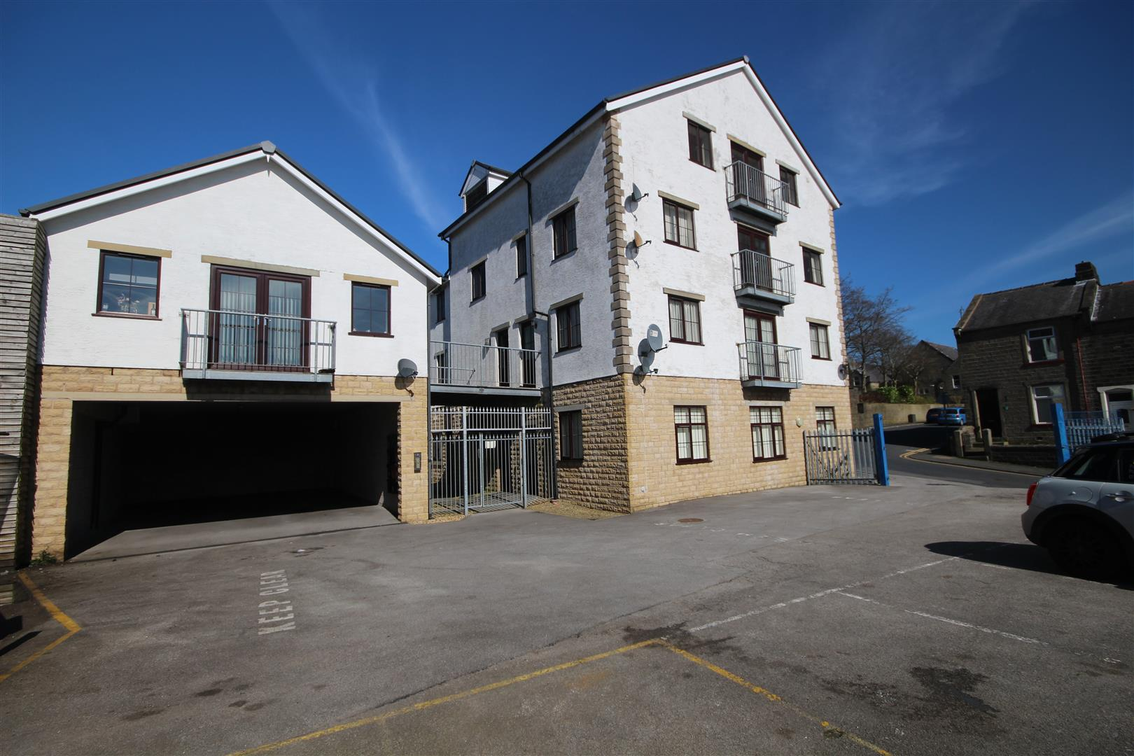 2 bedroom apartment For Sale in Colne - IMG_9474.JPG